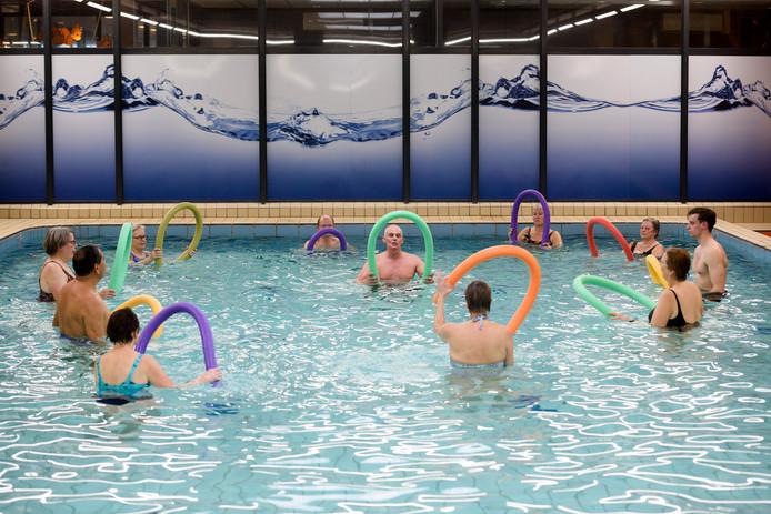 Uniek Zwemmen Brabant met proefles aquagym voor mensen met reumatische, heup-, rug- en nekklachten in het Ir. Ottenbad in Eindhoven.
