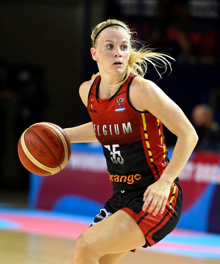 Basketbalster Julie Vanloo. Beeld Photo News