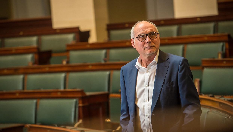In 'Wissel van de macht' reconstrueert Marc Van de Looverbosch een aantal ingrijpende politieke evoluties van de afgelopen 20 jaar.