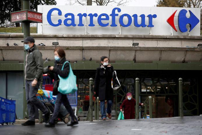 """Le gouvernement français oppose un refus """"clair et définitif"""" au rapprochement entre les groupes de distribution français Carrefour et canadien Couche-Tard"""