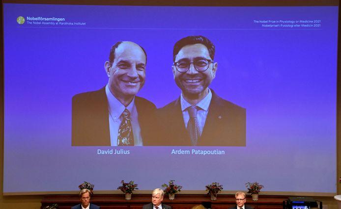 David Julius (à gauche) et Ardem Patapoutian, lors d'une conférence de presse à l'Institut Karolinska de Stockholm, en Suède, le 4 octobre 2021.