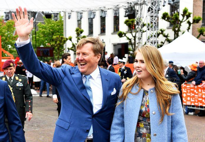 Willem-Alexander en Amalia tijdens Koningsdag in Amersfoort