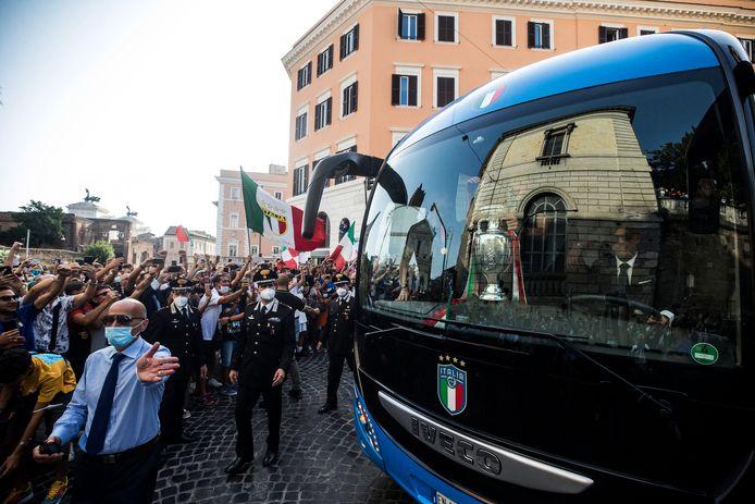 Le bus de l'équipe italienne  à Rome, ce 12 juillet.