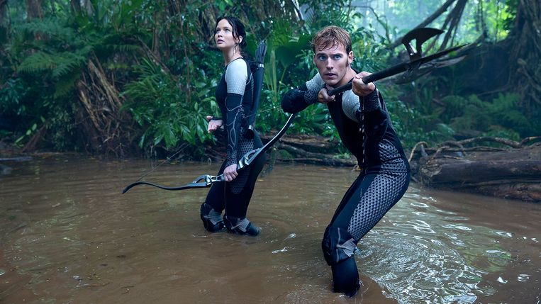 Jennifer Lawrence en Sam Claflin in The Hunger Games: Catching Fire van Francis Lawrence. Beeld