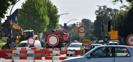 Deldenerstraat in Hengelo week dicht voor laatste klus: geluidsreducerend asfalt