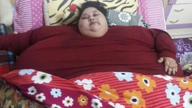 Zwaarste vrouw ter wereld (500 kilo) met cargovlucht van Egypte naar India voor operaties