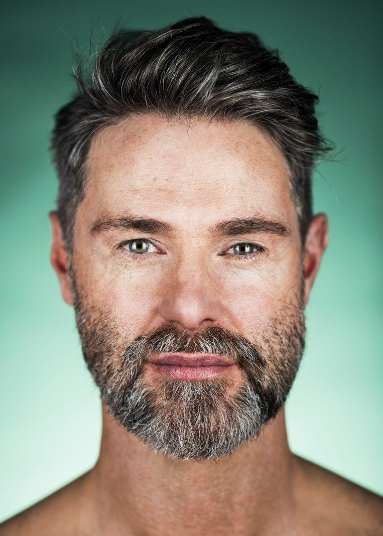 """Marnik Vissenbergh (46): """"Ik heb altijd gevonden dat ik een heel lelijk profiel had op foto. Nu is veel van mijn onzekerheid verdwenen."""" Beeld Tim Coppens"""