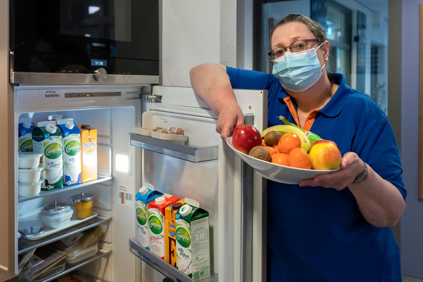 """Ludwien de Brabander is diëtist geriatrie en ouderen bij zorgorganisatie Laverhof.  ,,Bij ondervoeding neemt de weerstand af, zeventigplussers verliezen spieren en spierkracht, dat kan leiden tot een slechtere gezondheid."""""""