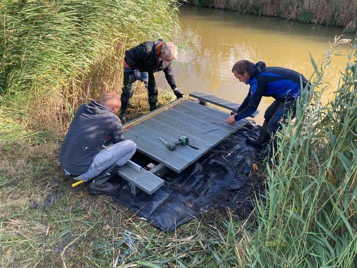 Voor het maken van de vlonders, draaiden de vissers hun hand niet om.