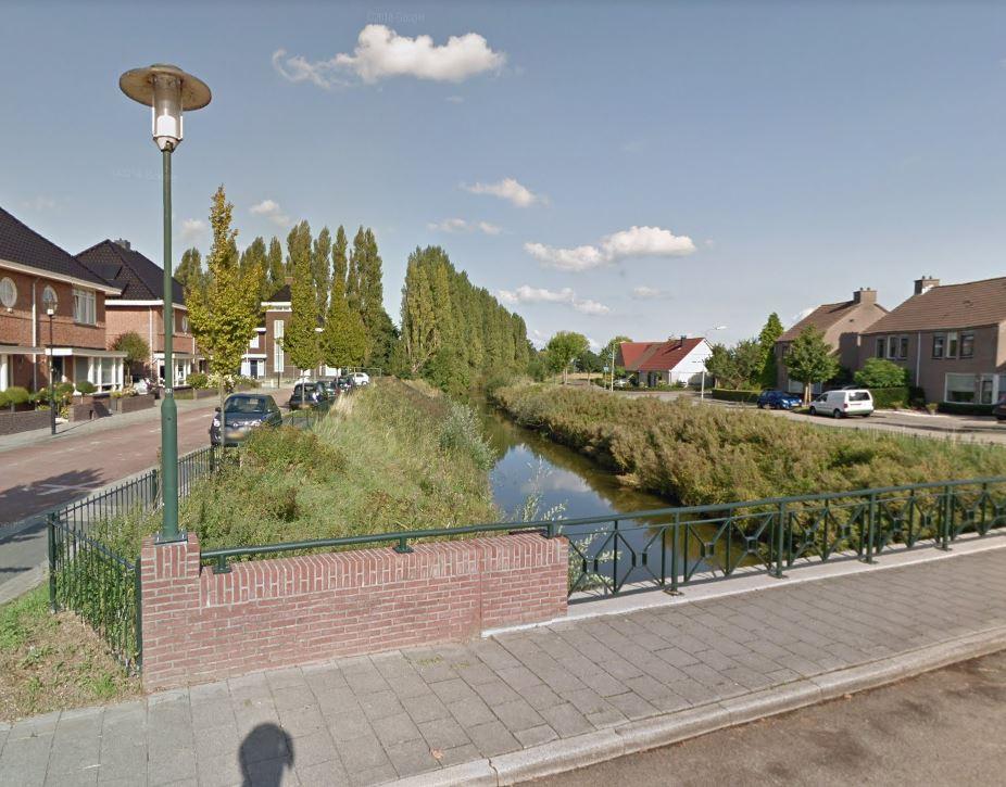 Het bruggetje tussen de wijken Riethoek (links) en Oostmolenpark (rechts).