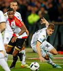 Wout Droste in zijn Heracles-tijd in duel met toenmalig Feyenoord-speler Eljero Elia.