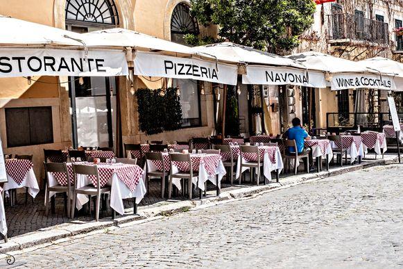 """""""De eerste week was een ramp"""", melden Italiaanse restaurants. Ze vrezen dat het deze zomer niet meer goed komt."""