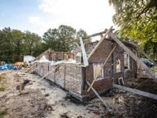 Huidige bouwval aan Mensmanweg in Beuningen moet pareltje in landschap worden: Monumentenzorg komt regelmatig kijken