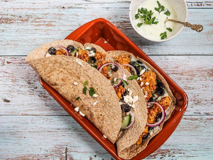 Wat Eten We Vandaag: Griekse wraps met krokante kip