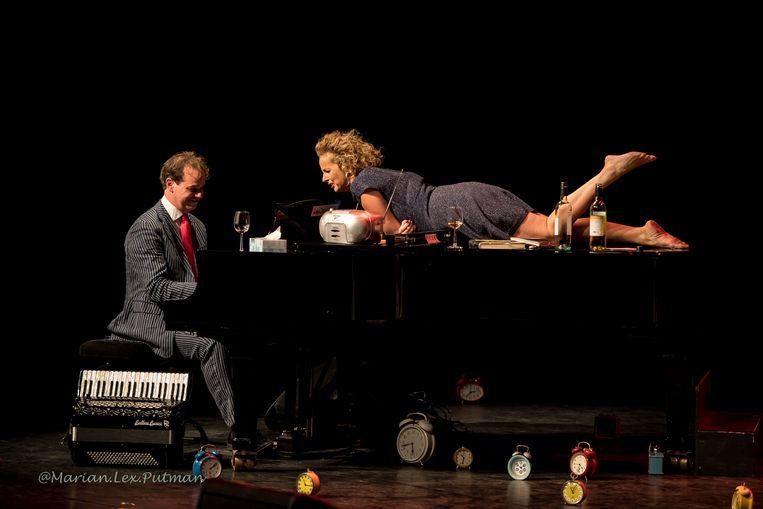 Madelijne Kool in actie in het Tobacco Theater. Beeld Marian Lex Putman