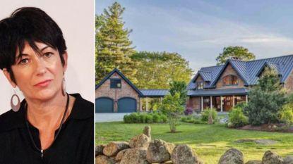 """BINNENKIJKEN. In deze villa hield Ghislaine Maxwell zich al die tijd schuil: """"Laat ons zeggen dat we niet vriendelijk aangeklopt hebben"""""""
