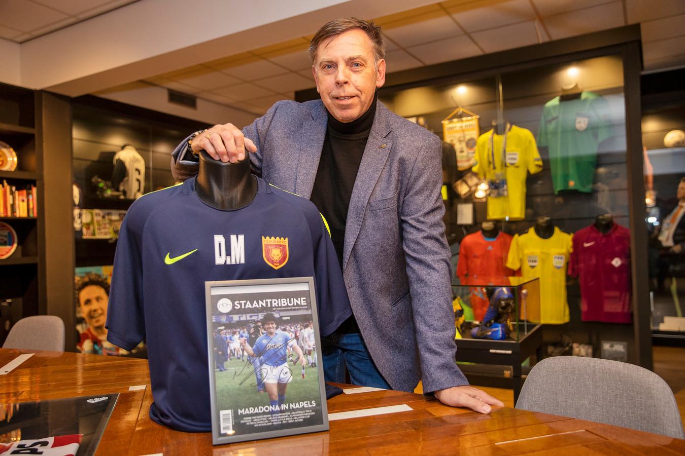 Jos Lenssen in zijn voetbalmuseum in hotel HUP in Mierlo.