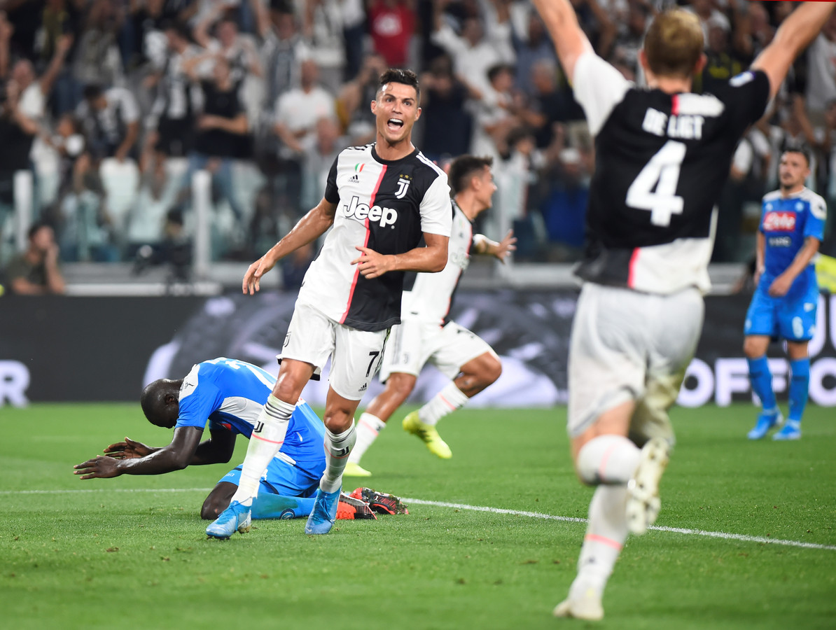 Kalidou Koulibaly en zijn teamgenoten balen van de eigen goal van de Senegalees tijdens de ontmoeting tussen Napoli en Juventus eerder dit seizoen.