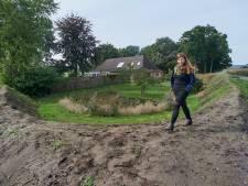 Olga trekt aarden wal op rond haar huis: 'Onze kinderen spelen niet meer buiten, op advies van een milieuarts'