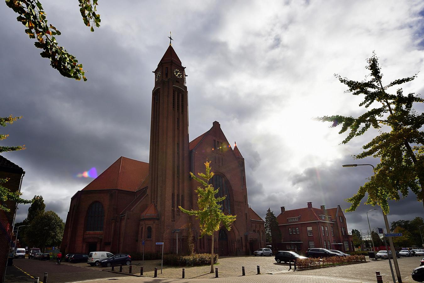 roosendaal - 20181024 - sint josephkerk met daarnaast de pastorie is de enige kerk die open blijft. Foto Pix4Profs/Peter van Trijen