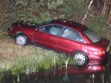 Bestuurder zonder rijbewijs slaat op de vlucht na crash op A1 bij Holten