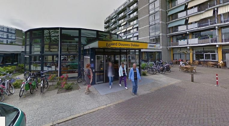 Verzorgingstehuis Eduard Douwes Dekker, de nieuwe hangplek van de groep. Beeld Google Streetview