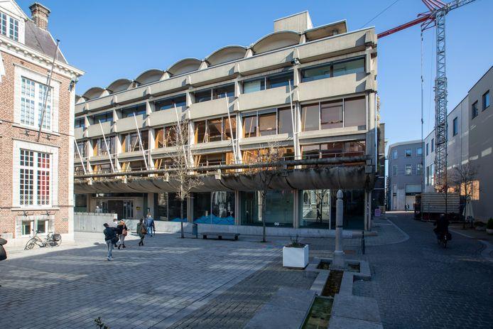 Het oud administratief centrum op het Groenplein van Hasselt zal een totale cultuurinvulling krijgen tegen 2025.