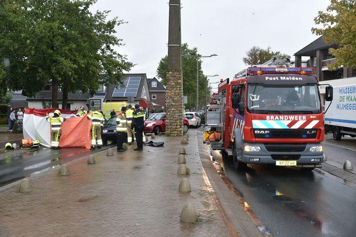 De hulpdiensten ter plaatse na het ongeval in Malden twee jaar geleden.