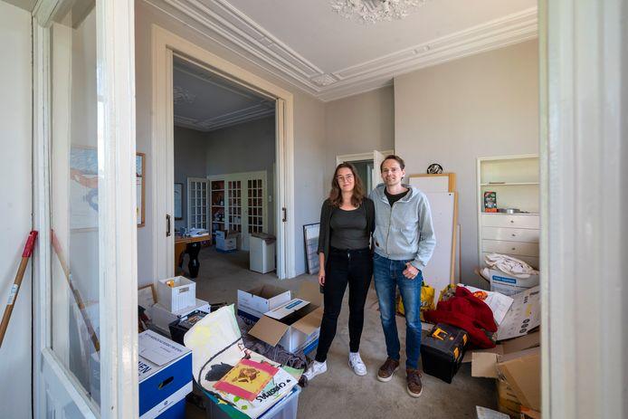 Lieke van Bladel en Marijn van Wingerden zijn nog niet uit de rommel. Maar zij denken al wel aan de verduurzaming van hun Velpse villa.