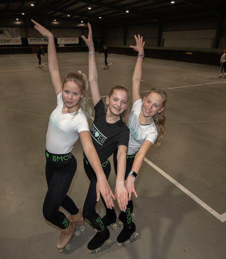Rolschaatsmeiden Suus, Mila en Zoë verzinnen SmoeS om naar Italië te gaan: hun modelijn scoort bij tieners
