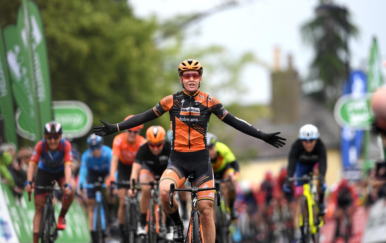 Jolien D'Hoore viert haar overwinning