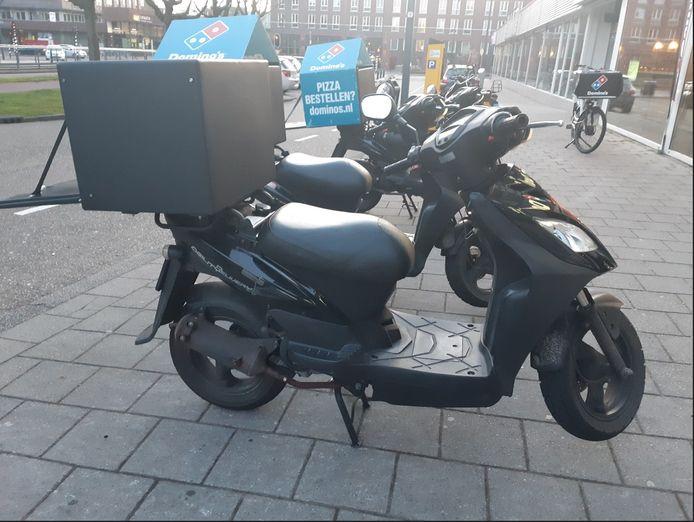 De gestolen scooter is gelijk aan de scooter op de foto. Het kenteken van de gestolen scooter is DTF84P.