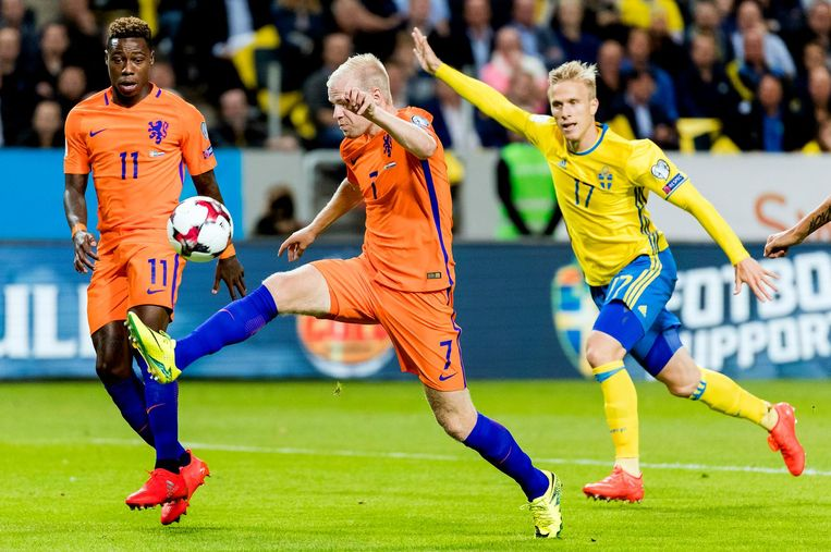 Davy Klaassen (midden) in actie tijdens de WK-kwalificatiewedstrijd tegen Zweden op 6 september 2016. Beeld ANP