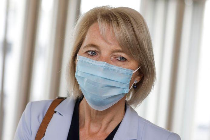 Christine Mattheeuws, voorzitter van het Neutraal Syndicaat voor Zelfstandigen (NSZ), dat een bevraging organiseerde bij 688 handelszaken die niet-essentiële producten verkopen.