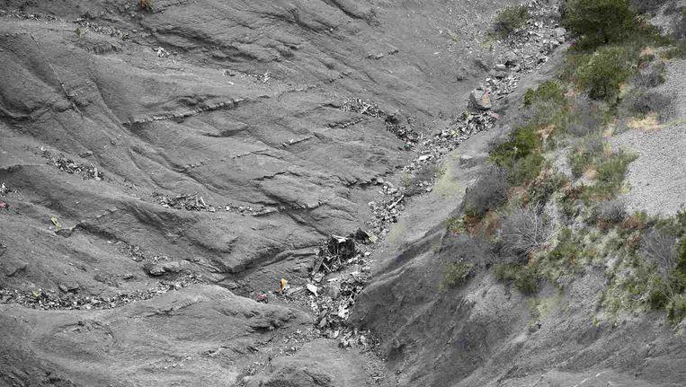 Brokstukken van de gecrashte Airbus in de Franse Alpen. Beeld reuters
