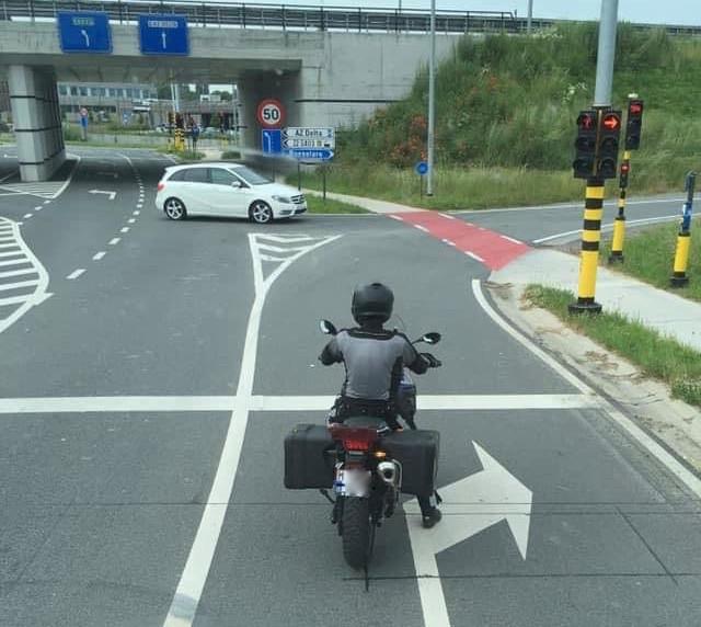 Van de anonieme motorrijder die wordt ingezet in de politiezone RIHO circuleert al enkele dagen een foto op sociale media.