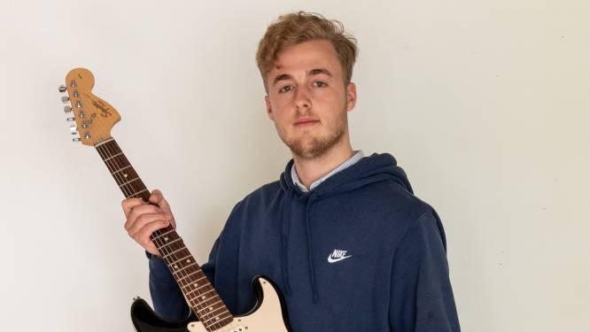 Werner (22) maakt op zijn studentenkamertje tussen de online colleges door een album (en doet alles zelf)