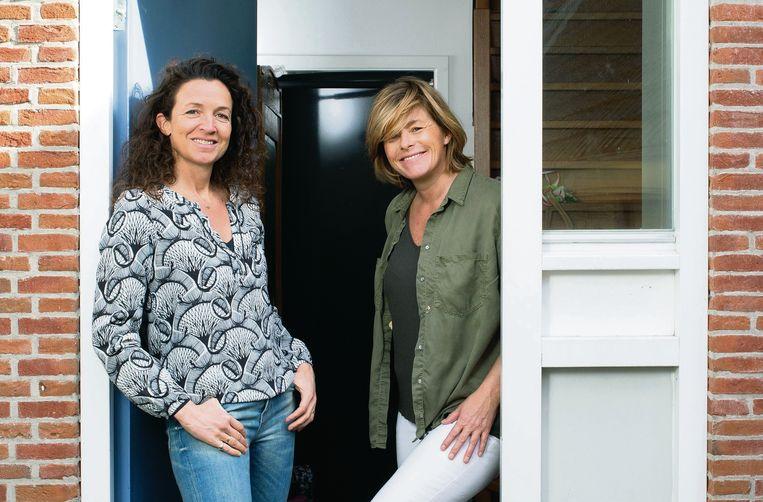 Samen door een deur als exen: (links)  Sjamke de Voogd en Jennet Sintenie  Beeld Maartje Geels