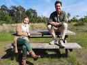 Chantal Ermers en Roy van Boekel van natuurbegraafplaats Schoorsveld.