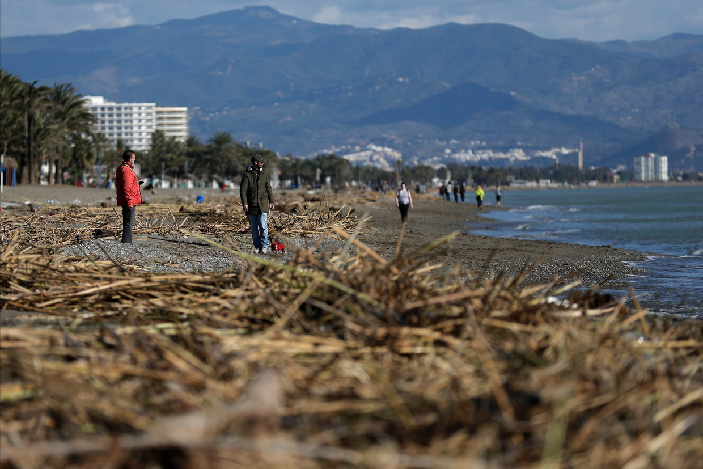 Storm Gloria raasde in januari vorig jaar over Spanje en teisterde onder andere Torremolinos aan de Costa del Sol. Beeld AP
