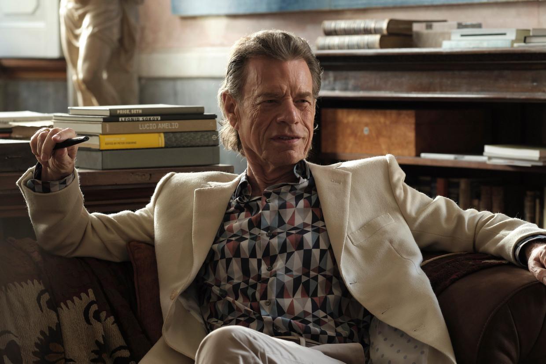 Mick Jagger als louche kunsthandelaar in The Burnt Orange Heresy. Beeld
