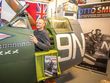 Jasper uit Zwolle bouwde Spitfire-cockpit voor herdenking bevrijding, maar die komt nu de garage niet uit