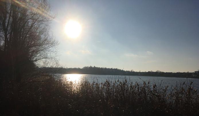 De ochtendzon over het Gat van Waalre.