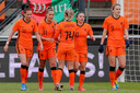 Oranje viert de 2-0 tegen Australië.