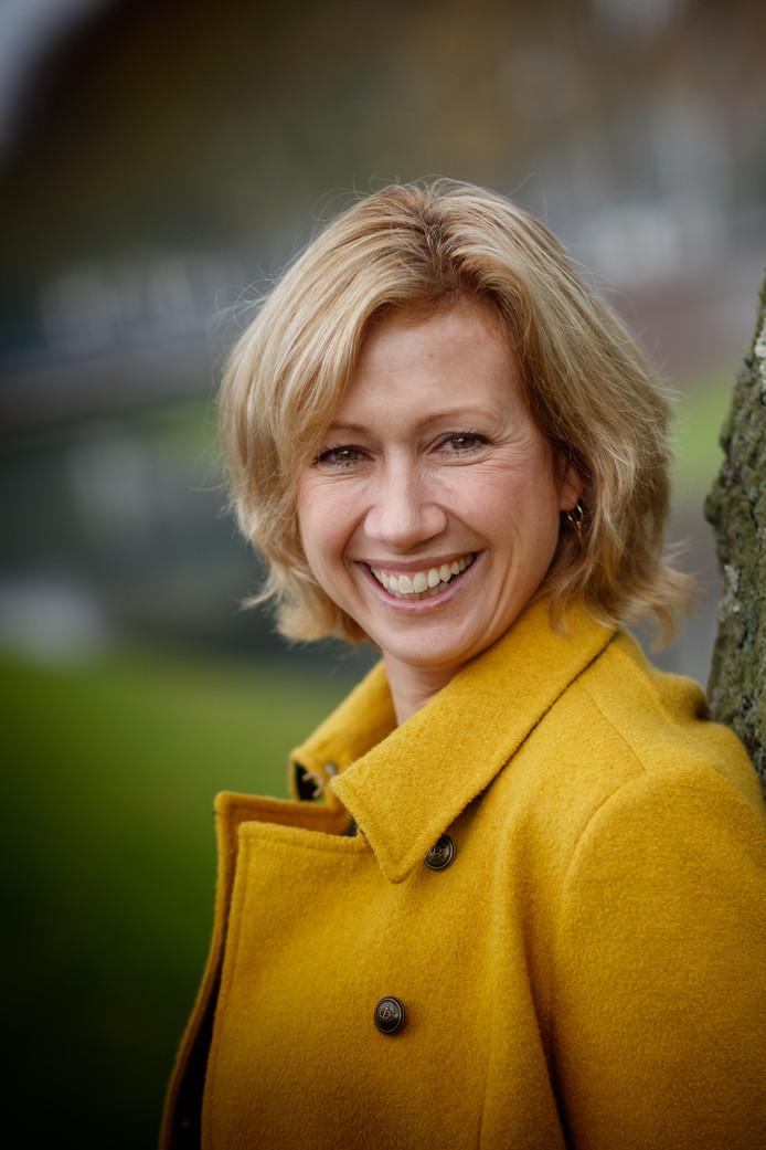 Dorien van Dijk is onder andere dichteres en hoofdredacteur van het paardenmagazine Bit.