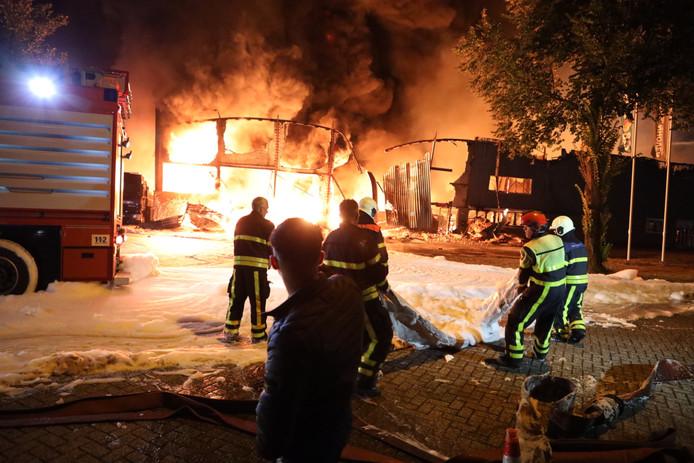Zeer grote brand bij bedrijven Kraaiven Tilburg