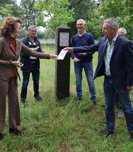 Vernieuwd boekje over grenspalenroute Oirschot gepresenteerd