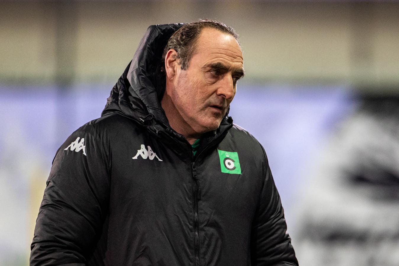 """""""We moeten vermijden dat Anderlecht in balbezit is en ons voortdurend achter de bal aan laat hollen"""", kijkt trainer Yves Vanderhaeghe vooruit. """"Dus zal er voor elke morzel grond moeten gebikkeld worden."""""""