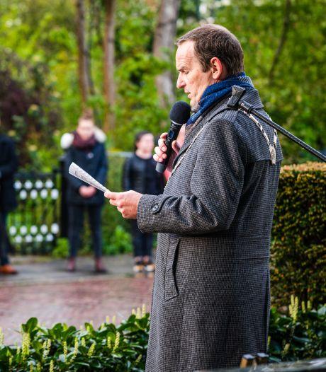 Op acht plekken in de Hoeksche Waard herdacht: 'Vrijheid door corona niet meer vanzelfsprekend'