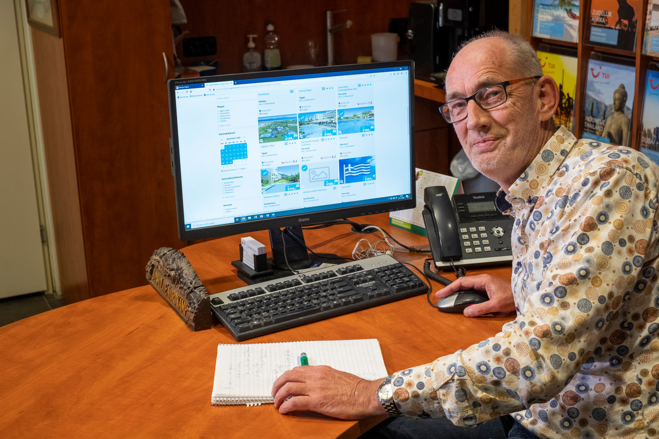Jos Olde Nordkamp runt al ruim dertig jaar een reisbureau in Heerde. Niet eerder maakte hij zo'n gekke vakantietijd mee als nu.
